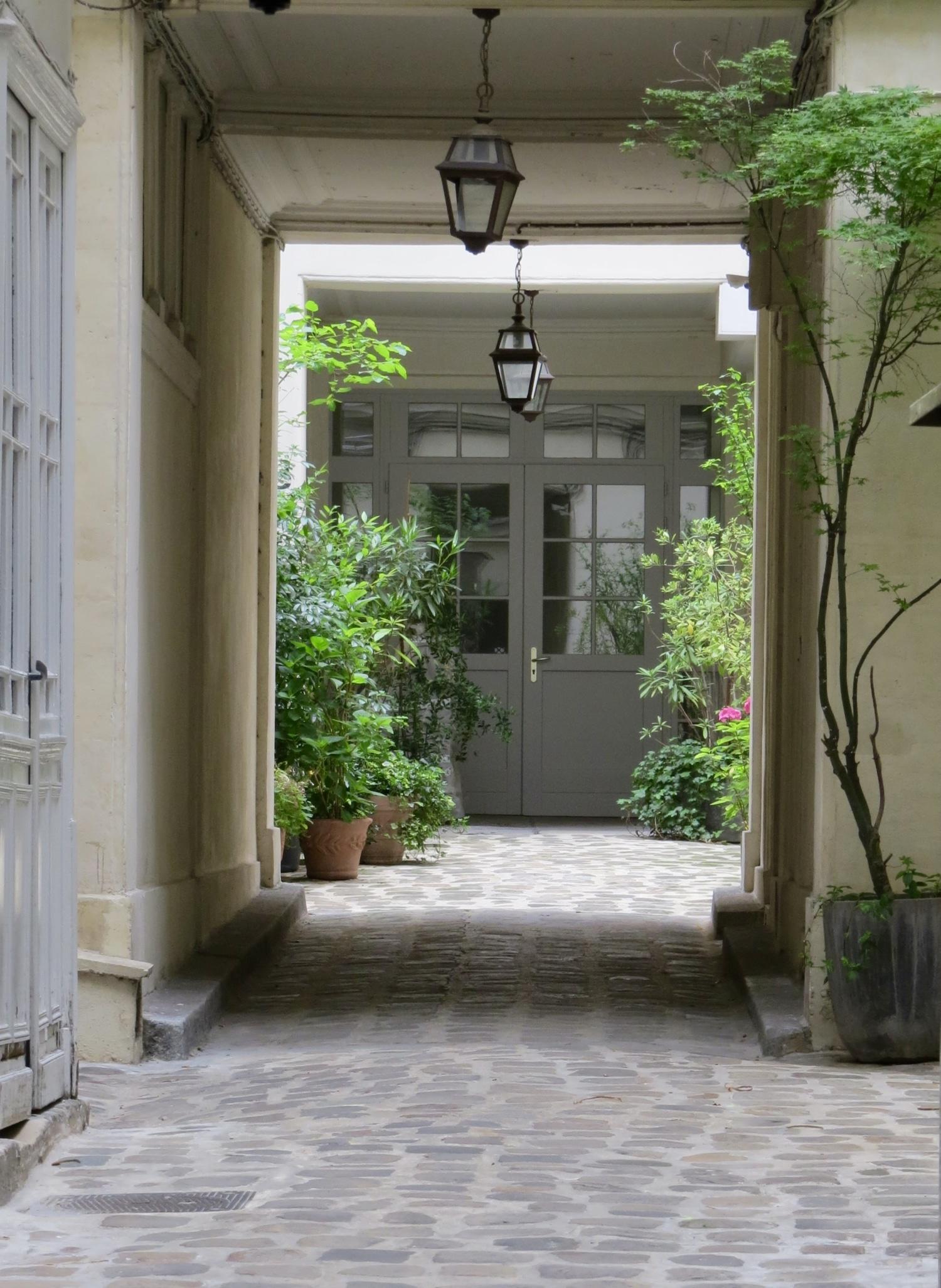 international real estate agency in Paris